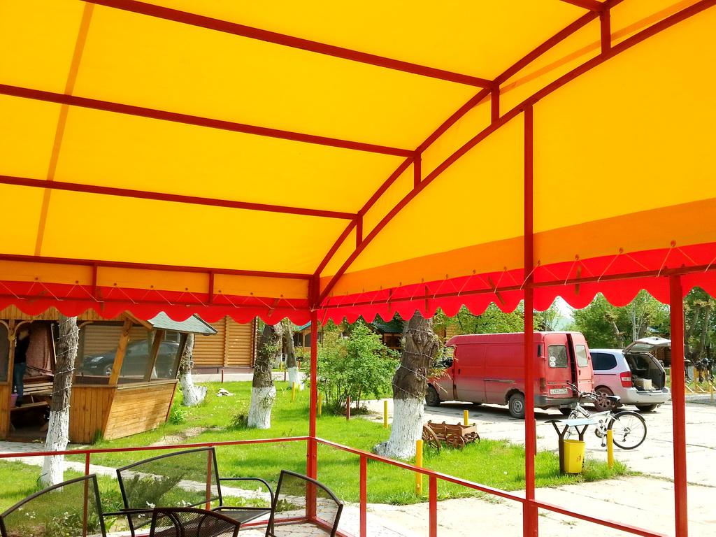 Тент-крыша для летнего кафе
